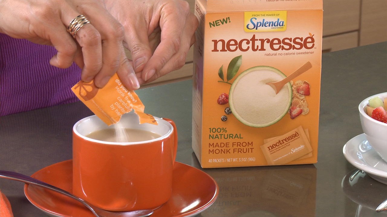 Lisa Ling pours Nectresse into her coffee